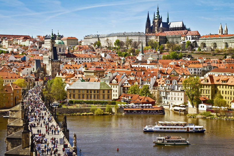 Panorama Pragi z widokiem na Most Karola /123RF/PICSEL