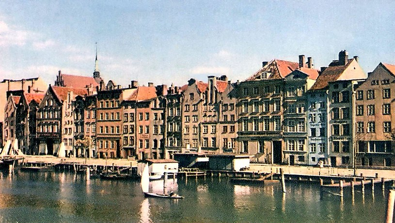 Panorama Starego Miasta w Elbingu od strony rzeki o tej samej nazwie przed zniszczeniem w 1945 roku. /Odkrywca