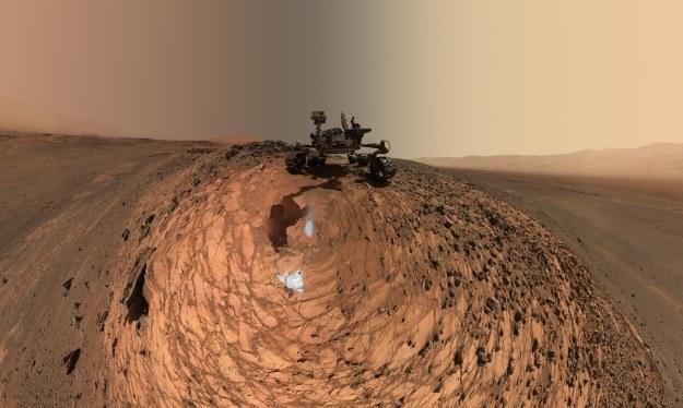 Panorama wykonana przez łazik /NASA