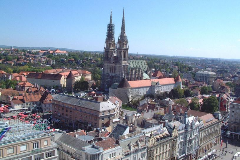 Panorama Zagrzebia z dwiema wieżami katedry /123RF/PICSEL