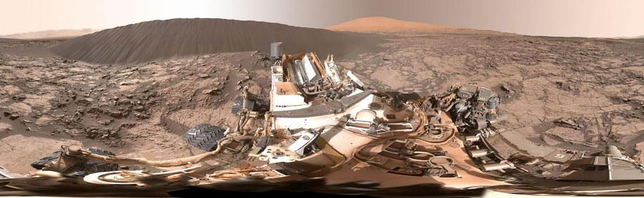 Panorama zarejestrowana ostatnio przez łazik Curiosity /NASA/JPL-Caltech/MSSS /materiały prasowe