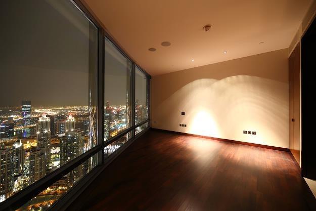 Panoramiczny widok na miasto to jedna z wielu zalet mieszkania na ostatnim piętrze /©123RF/PICSEL