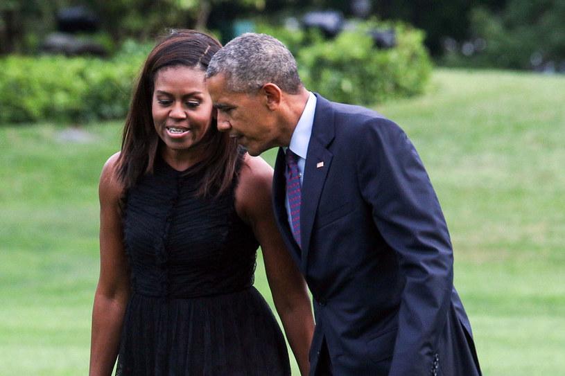 Państwo Obamowie podpisali lukratywny kontrakt na 2 książki wspomnieniowe /ZACH GIBSON /AFP
