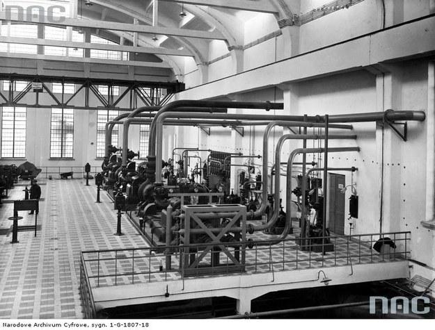 Państwowa Fabryka Związków Azotowych w Mościcach - fragment hali instalacji przygotowania mieszanki /Z archiwum Narodowego Archiwum Cyfrowego