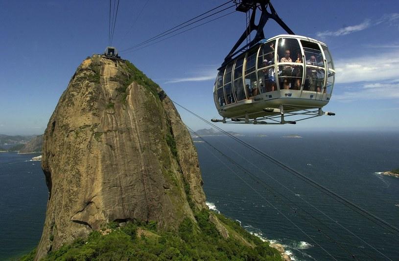 Pão de Açúcar, czyli tzw. Głowa Cukru ma niemal 400 metrów i można na nią wjechać kolejką /Douglas Engle/AustralFoto /East News