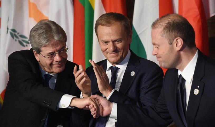 Paolo Gentiloni, Donald Tusk i Joseph Muscat /PAP/EPA