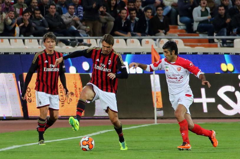 Paolo Maldini (w środku) całą karierę grał w jednym klubie - AC Milan /AFP /AFP