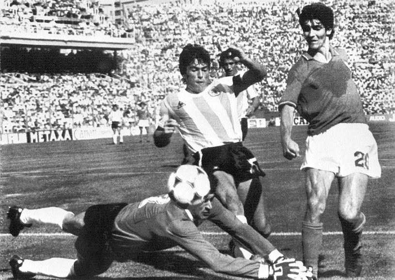 Paolo Rossi (z prawej) poprowadził Włochów do triumfu na mundialu w Hiszpanii /AFP