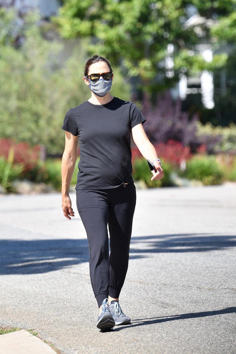Paparazzi przyłapali aktorkę na samotnym spacerze /BOAZ, EKUF/Backgrid /East News