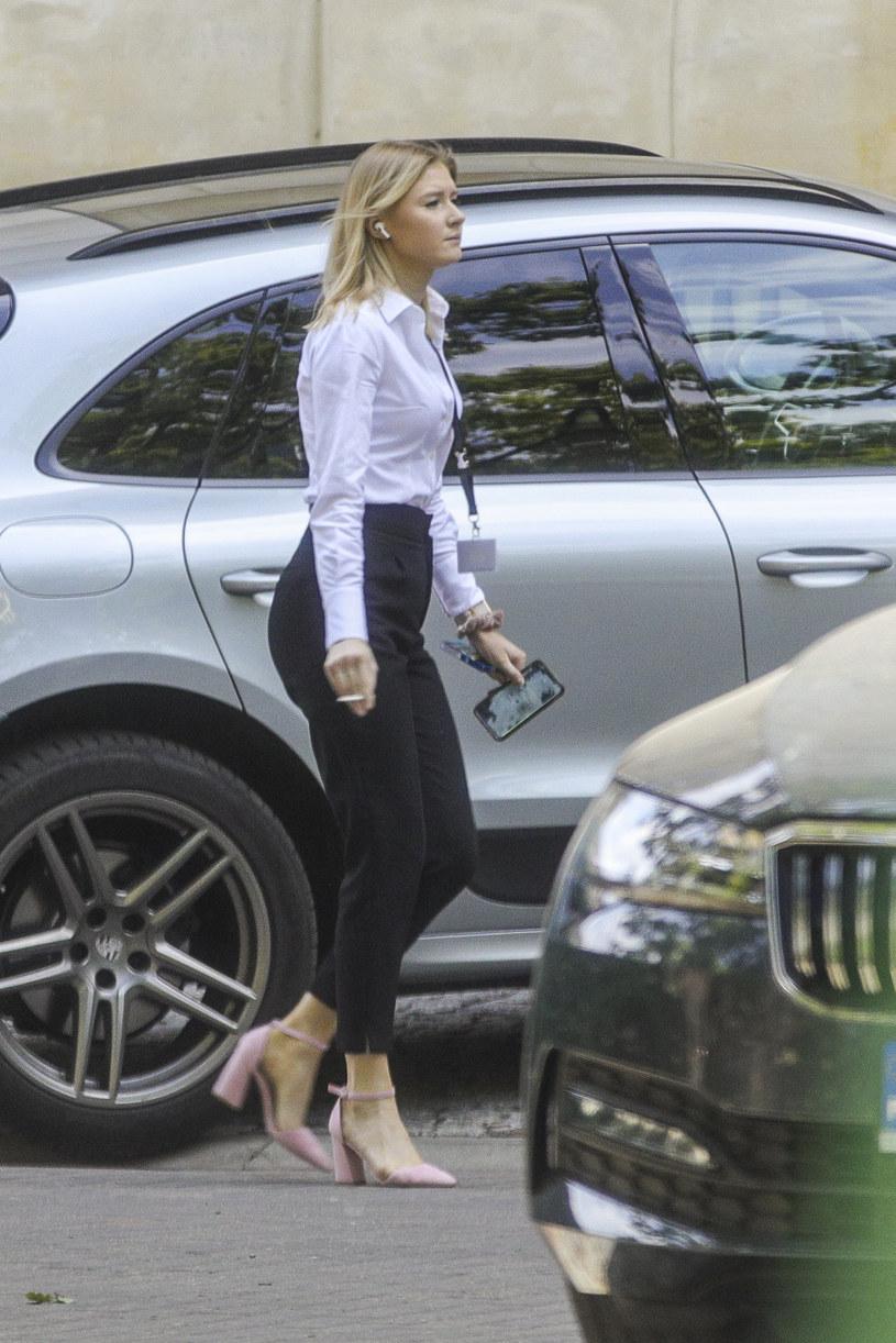 Paparazzi spotkali Kingę Dudą przed jej pracą /Newspix
