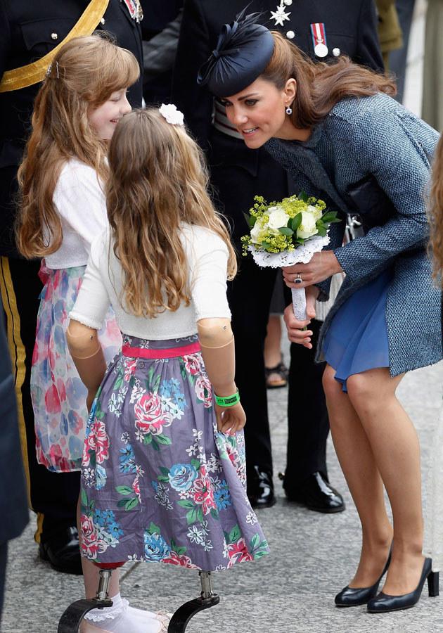 Paparazzi uwielbiają robić Kate zdjęcia w otoczeniu dzieci /Christopher Furlong /Getty Images