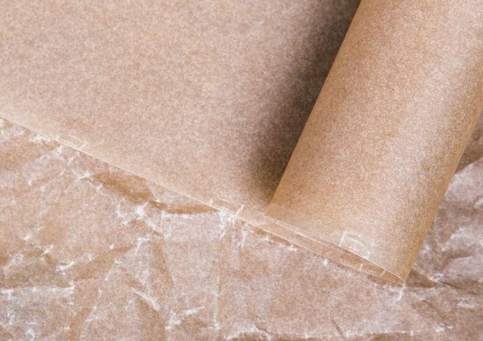 Papier do pieczenia ma wiele przydatnych zastosowań /123RF/PICSEL