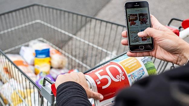 Papierowe gazetki z coraz mniejszą przewagą nad e-wydaniami /MondayNews