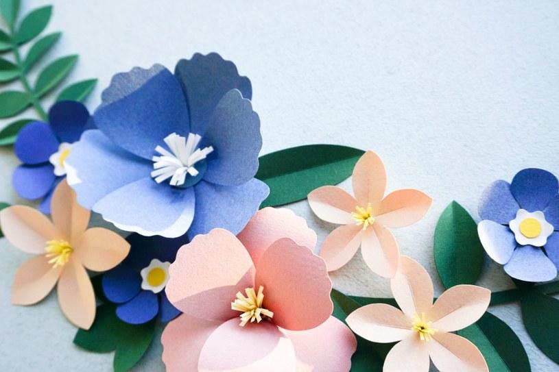 Papierowe kwiaty /©123RF/PICSEL