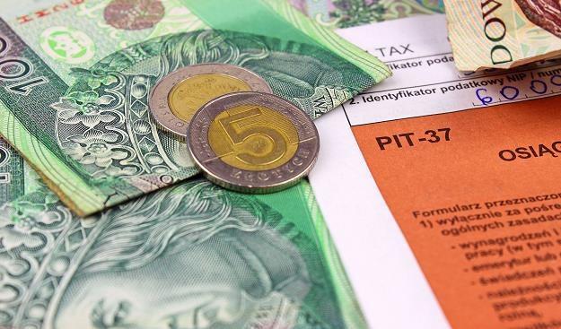 Papierowy PIT 11 trzeba wysłać do końca stycznia /©123RF/PICSEL