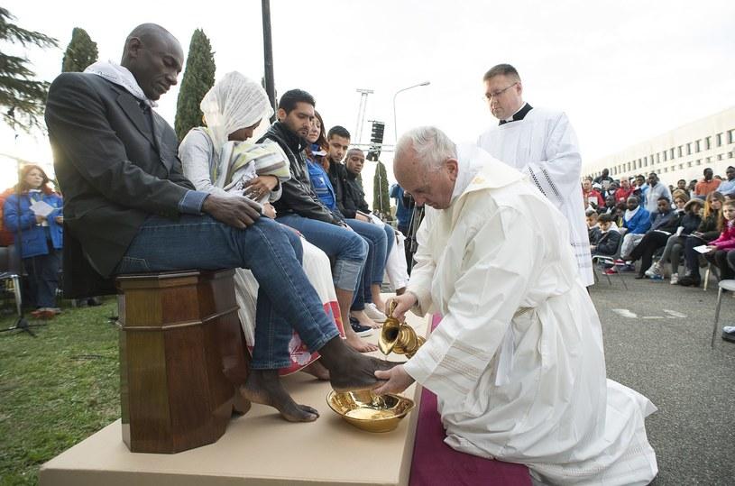Papieska msza Wieczerzy Pańskiej w ośrodku dla uchodźców /Agencja FORUM
