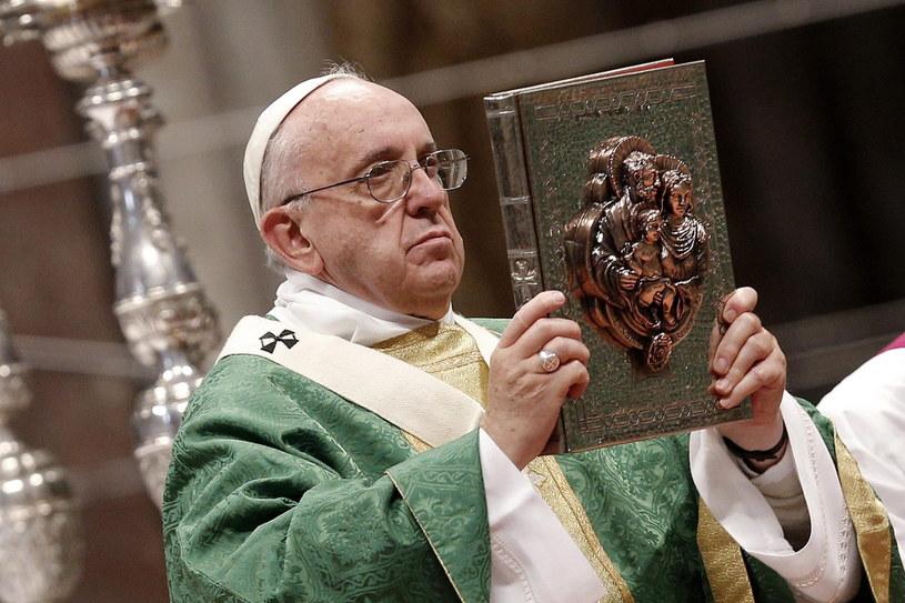Papież apeluje o ewangeliczną pokorę podczas synodu /PAP/EPA