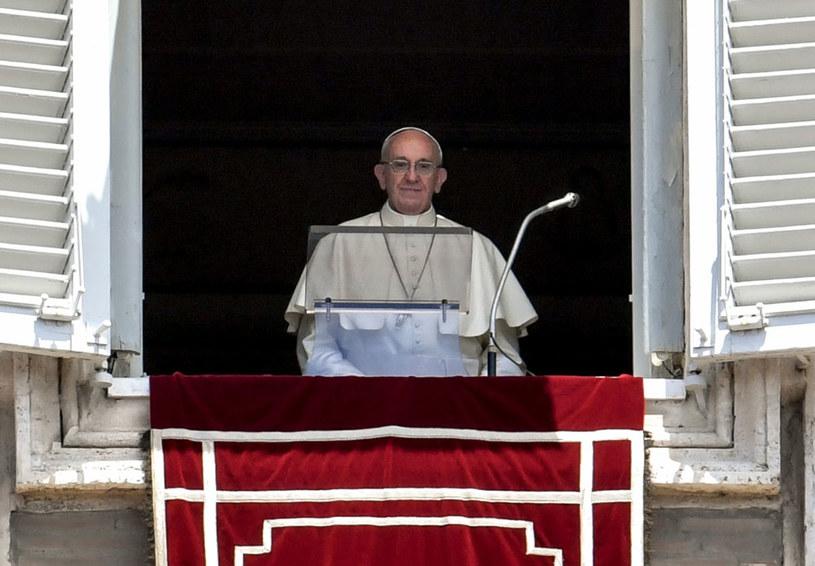 Papież apeluje o położenie kresu przemocy w Wenezueli /ANDREAS SOLARO /AFP