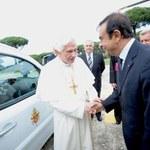 Papież będzie jeździł... dostawczakiem!