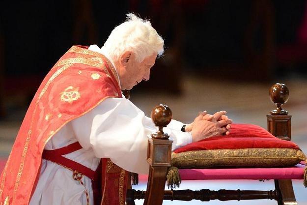 Papież Benedykt XVI modlił się za ofiary huraganu Sandy /AFP