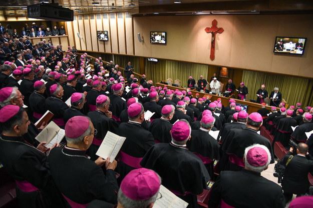 Papież do biskupów: Nie można głosić ubóstwa i żyć jak faraon