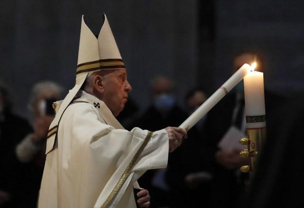Papież Franciszek celebrował Wigilię Paschalną w Watykanie /REMO CASILLI / POOL / AFP /PAP/EPA