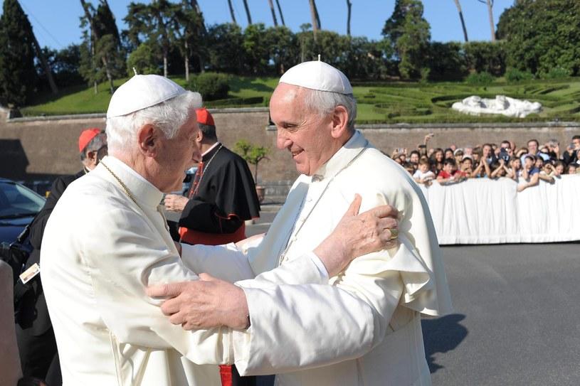 Papież Franciszek i emerytowany papież Benedykt XVI /PAP/EPA