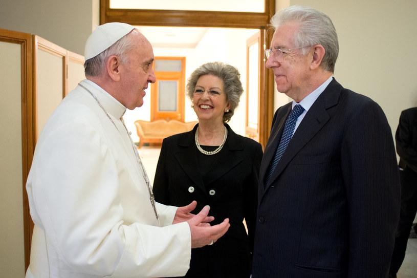 Papież Franciszek i Mario Monti /AFP
