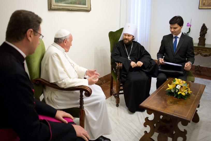 Papież Franciszek i metropolita Hilarion /AFP