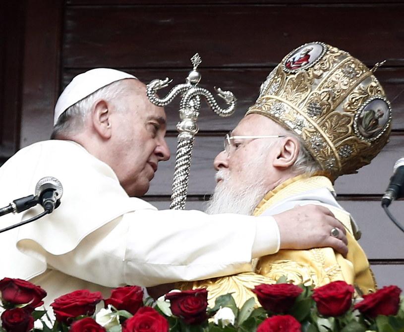 Papież Franciszek i patriarcha Konstantynopola Bartłomiej /PAP/EPA