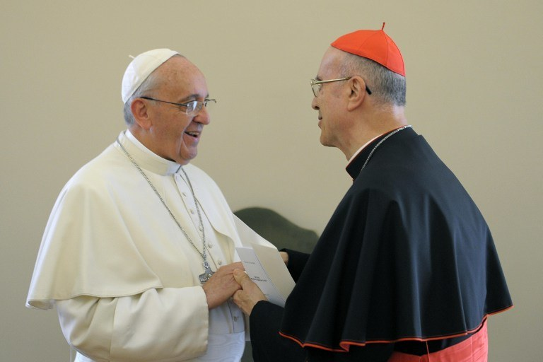 Papież Franciszek i Tarcisio Bertone /AFP