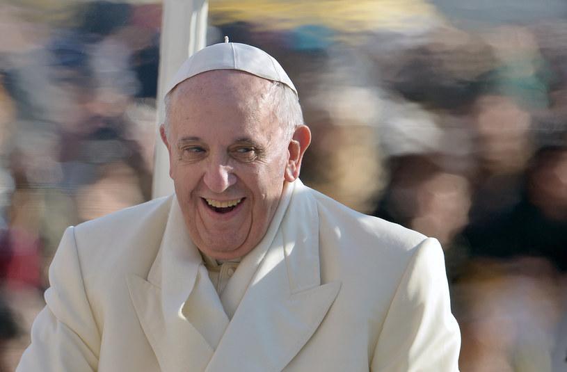Papież Franciszek króluje w internecie. /AFP