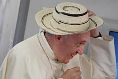 Papież Franciszek na pokładzie samolotu z Krakowa do Rzymu