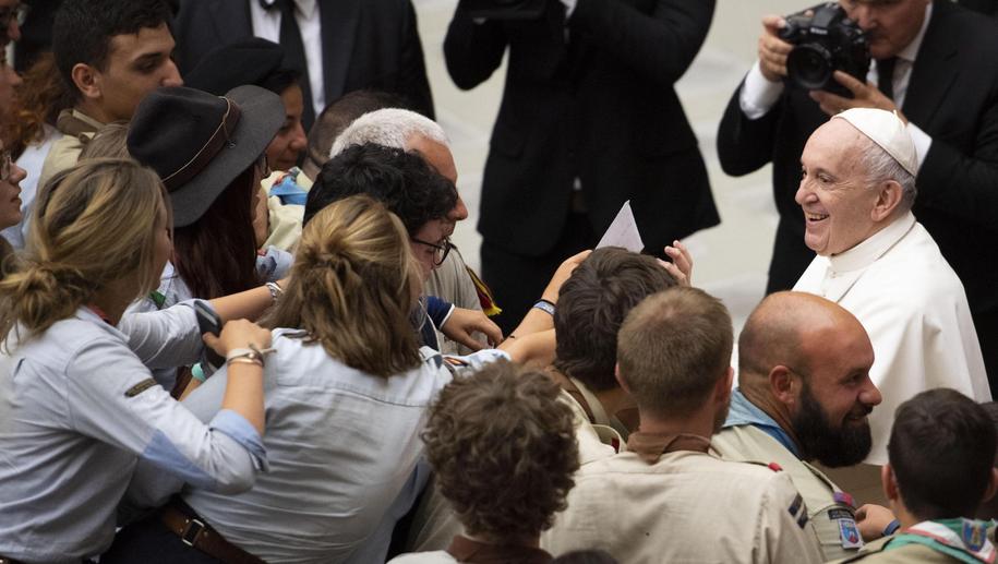 Papież Franciszek na spotkaniu ze skautami /MAURIZIO BRAMBATTI /PAP/EPA