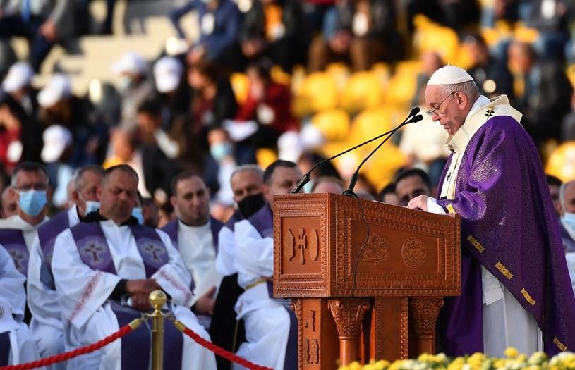 Papież Franciszek odprawiający mszę w Iraku /VINCENZO PINTO /AFP