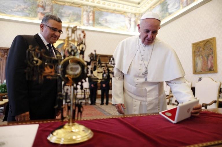 Papież Franciszek otrzymał wyjątkowy prezent /AFP