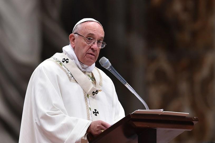 Papież Franciszek podczas mszy Wigilii Paschalnej w Wielką Sobotę /ALBERTO PIZZOLI / AFP /AFP
