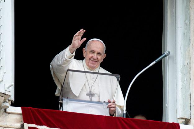 Papież Franciszek podczas niedzielnego nabożeństwa Anioł Pański /VATICAN MEDIA HANDOUT /PAP/EPA