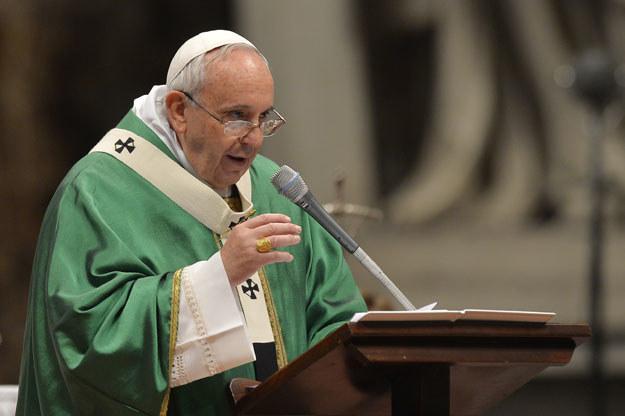 Papież Franciszek podczas niedzielnej homilii fot. Andreas Solaro /AFP
