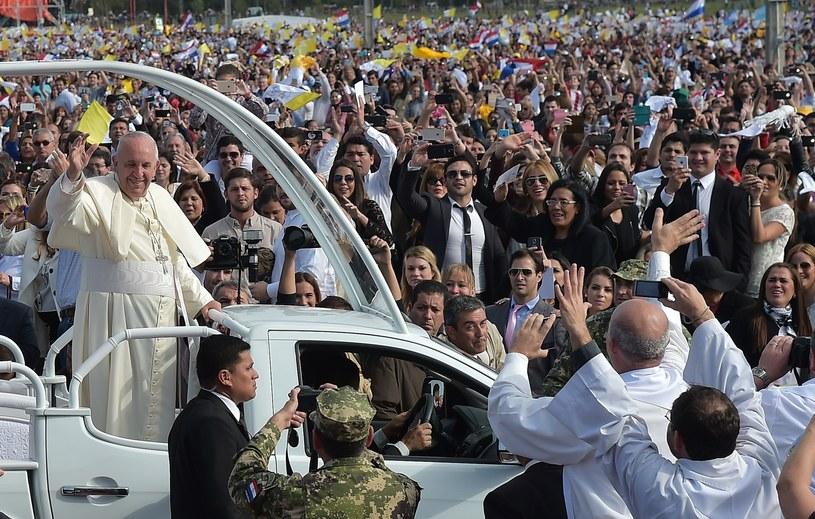 Papież Franciszek podczas niedzielnej mszy /AFP