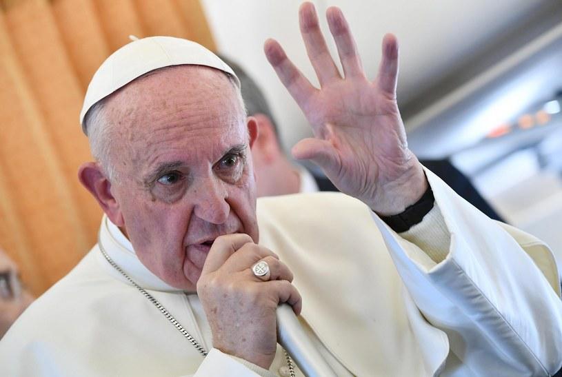 Papież Franciszek podczas powrotu ze Szwecji /PAP/EPA