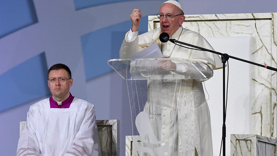 Papież Franciszek podczas przemówienia do młodzieży /ETTORE FERRARI /PAP/EPA