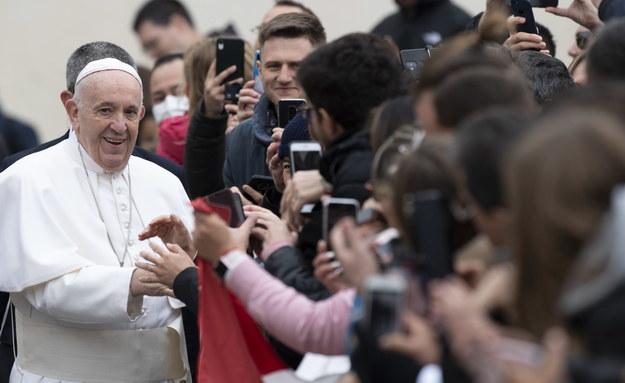 Papież Franciszek podczas środowej audiencji generalnej /MAURIZIO BRAMBATTI /PAP/EPA