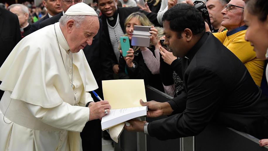 Papież Franciszek podczas środowej audiencji /VATICAN MEDIA HANDOUT /PAP/EPA