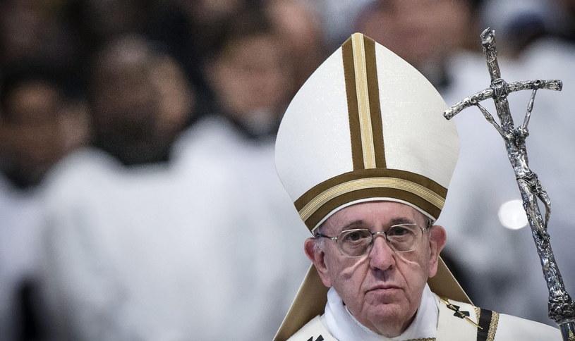 Papież Franciszek podczas wielkoczwartkowej mszy św. /PAP/EPA