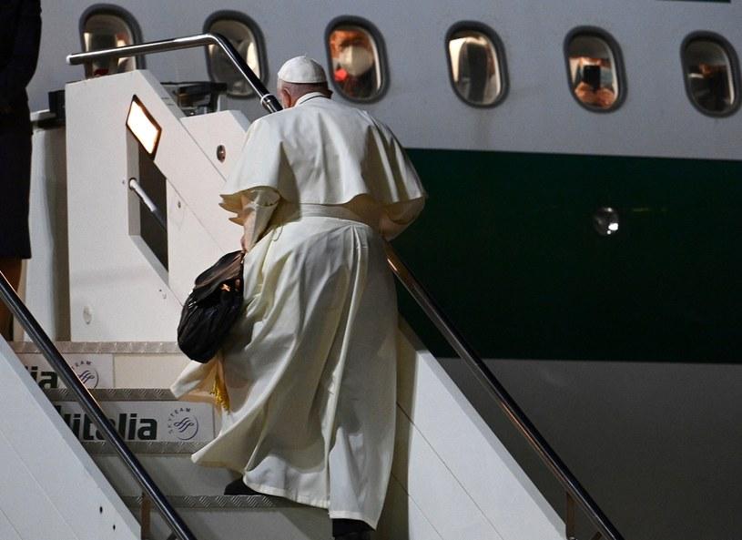 Papież Franciszek przed wylotem, zdjęcie ilustracyjne /VINCENZO PINTO /AFP