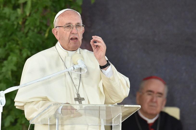 Papież Franciszek przemawia na zakończenie drogi krzyżowej /Bartłomiej Zborowski /PAP