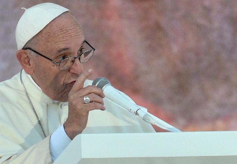 Papież Franciszek przemawia podczas uroczystości na Campusie Misericordiae w Brzegach /Jacek Turczyk /PAP