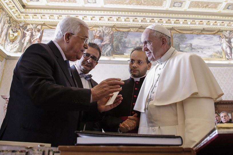 Papież Franciszek przyjął na audiencji prezydenta Autonomii Palestyńskiej Mahmuda Abbasa. /GIUSEPPE LAMI /PAP/EPA