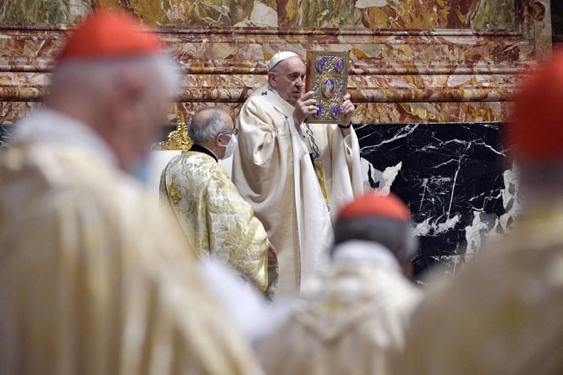 Papież Franciszek w niedzielę wielkanocną /PAP/EPA